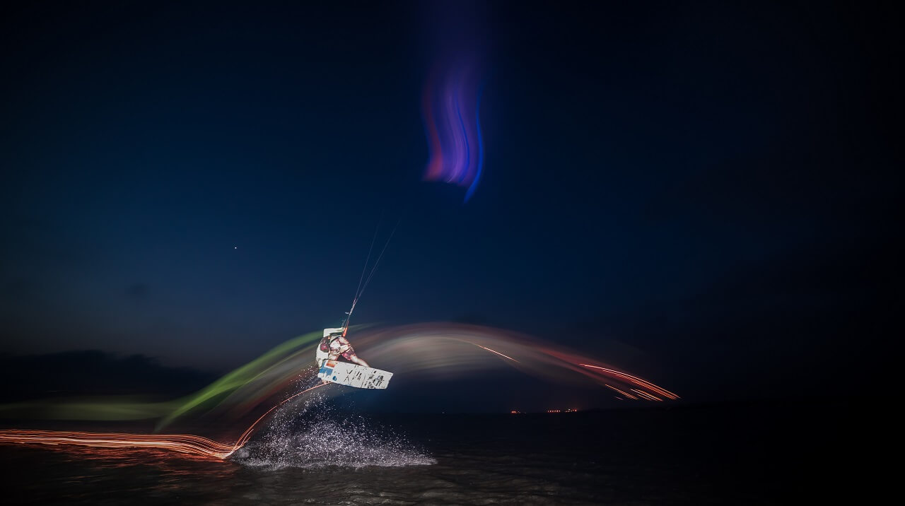 kite-surfing-light-painting