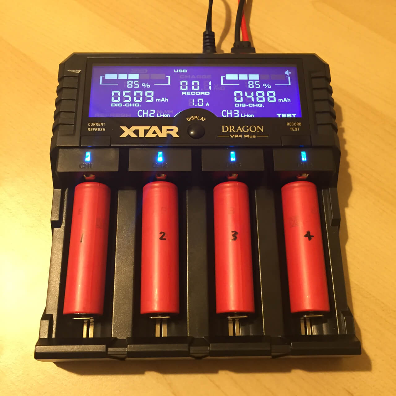 XTAR VP4 Dragon Plus Analysing Charger