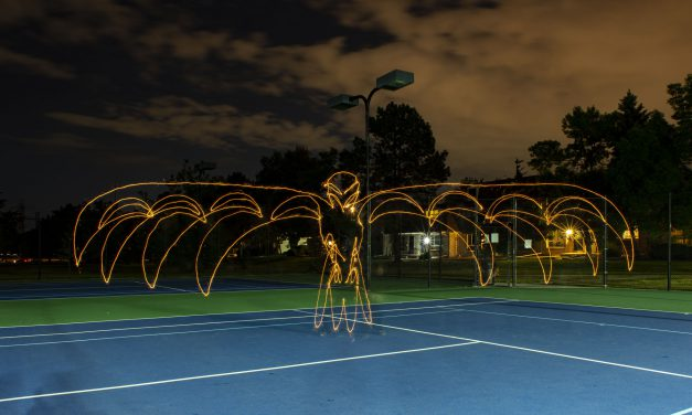 Using Virtual Reality to Augment Light Drawing