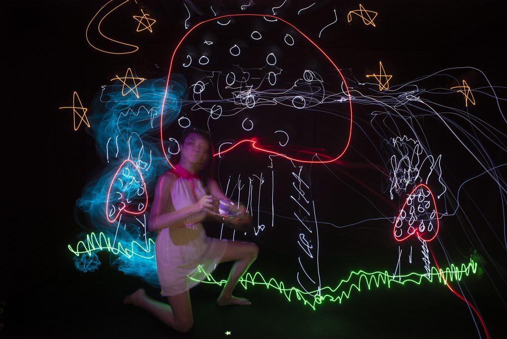 Using Virtual Reality to Augment Light Drawing - Light